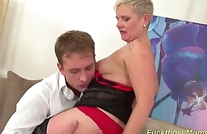 leader mom needs rough mating