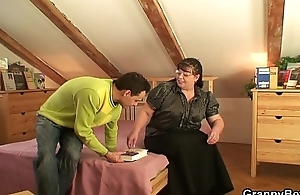 Picked up chubby adult chick rides his cock