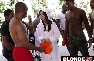Halloween Babe Melissa Moore Gets Very Soul Interracial Blowbang Treat