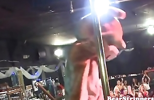Amateur babe fucked by stripper