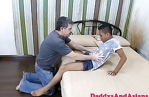 Hands sucking daddy anal banged by pinoy